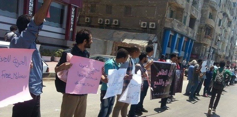 Protesters line the streets in Alexandria calling for the release of Mahienour el-Masry and other political detainees